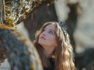 14 ročná speváčka Anika prekvapuje pozitívnym a zrelým debutom.