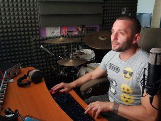 VPRIESTOROCH PRIEMYSELNEJ HALY BOLO RUŠNO - hudobník GABO si vybral toto miesto pre svoj videoklip.