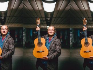 Spevák Akustiky Pavol Kovaľ vydáva sólový album Pozerám do výšky.