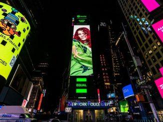 Karin Ann na billboarde Spotify na Times Square v New Yorku!Slovenská speváčka boduje vo svete s aktuálnym singlom in company.