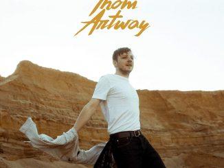 """THOM ARTWAY otvára novú etapu vo vydavateľstve Universal Music so svojou prvou českou piesňou snázvom """"NEZAPOMENOUT""""."""
