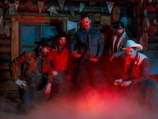 Frankie & The Deadbeats vydali debutové album The Shining.