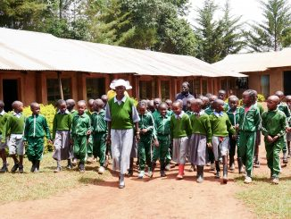 Gogo – najstaršia školáčka na svete mieri do kín.