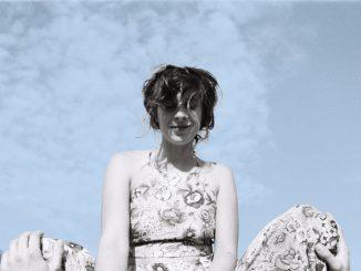 Sisa Fehér vydáva album KHI s pôsobivými džezovými kompozíciami.