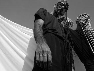 Debutové EP 1000 Braids vydává nový český projekt Blue Uandi.