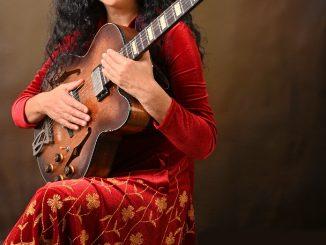 Trnavčanka Ildikó Kali zo skupiny Romanika dokončuje svoj sólový album Zlatá panna. Zachytáva atmosféru magického sveta avnútornú silu človeka