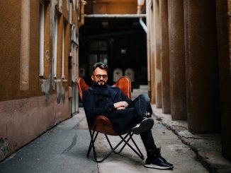 DJ CAMP Label vydal svoj 34 release Poď Poď, vprodukcii DJa Lurexa počuť Mariána Čekovského aTomáša Hafnera.