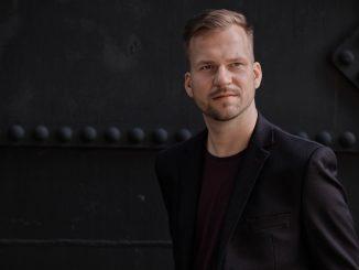 Martin Chodúr na novom albume ako Šeherezáda.CD Tisíc a jedna noc je plné silných príbehov.