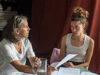 Nic nezahyne, nic se nezmění. Vyšlapaná čára Sary Baume v Divadle MeetFactory.
